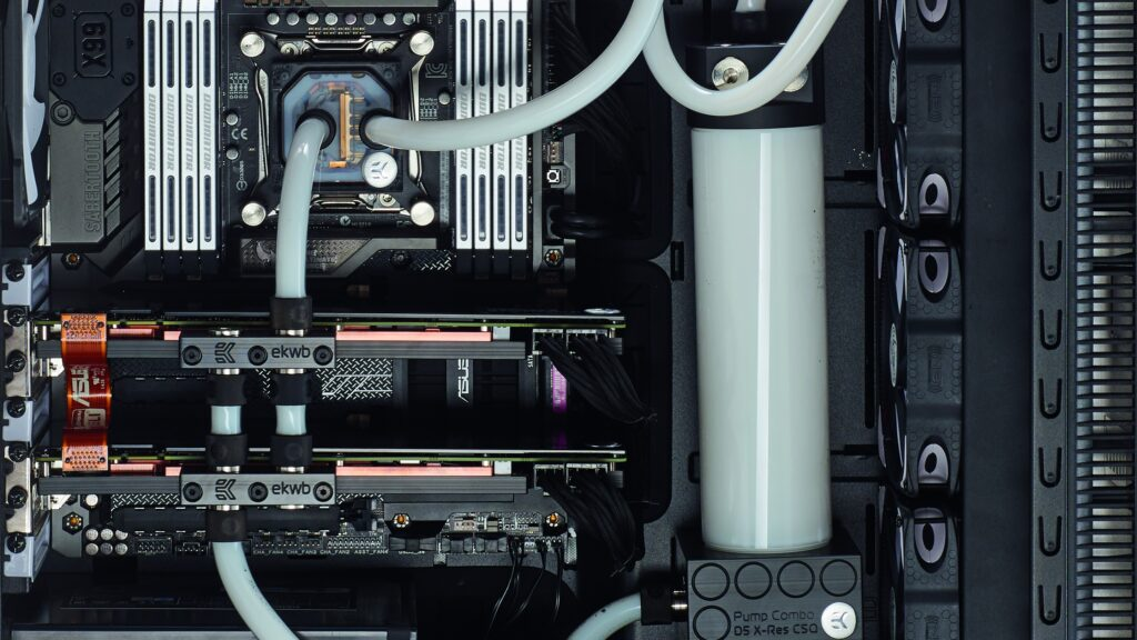 Cool Down a GPU with a water block of Graphics Cards